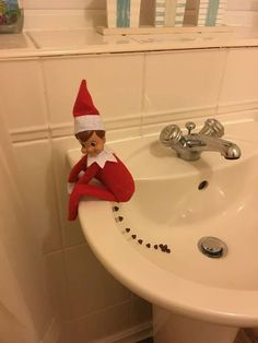 Christmas is upon us and so is the Elf On The Shelf tradition! If you need some ideas on where to hide your elf this year, well you've come to the right place. Here's a list of over 70 creative Elf On The Shelf ideas for your family to enjoy. Elf On The Self, The Elf, Christmas Activities, Christmas Traditions, Elf Auf Dem Regal, Awesome Elf On The Shelf Ideas, Naughty Elf, Christmas Preparation, Decoration Originale