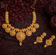 Bridal Jewelry design for Indian Sikh wedding Bridal Jewelry Vintage, Indian Wedding Jewelry, Bridal Jewelry Sets, Bridal Jewellery, Bridal Necklace, Indian Weddings, Indian Bridal, Real Gold Jewelry, Gold Jewellery Design