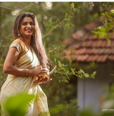 Beautiful Kerala Girls in Traditional Set Saree! Beautiful Girl Photo, Beautiful Girl Indian, Most Beautiful Indian Actress, Beautiful Saree, Beautiful Models, Beautiful Actresses, Girl Pictures, Girl Photos, Girl Pics