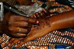 Lalle - Gorgeous Henna particular to the Hausa tribe of Northern Nigeria      © Toyosi Faridah Kekere-Ekun 2010