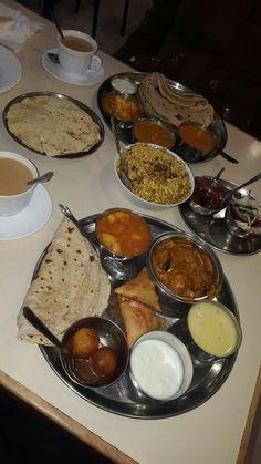 Snap Food, Food Snapchat, Food Gallery, Indian Street Food, India Food, Indian Food Recipes, Spicy Recipes, Food Cravings, Food Pictures