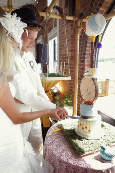 Alice in Wonderland Themed Wedding - Cutting of the Cake Photographs - Wedding Poses RSVP: The RiverRoom Blog