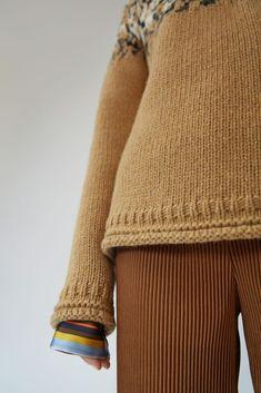 Acne Studios Sirus Icelandic camel combo is a unique interpretation of a classic Icelandic sweater. Icelandic Sweaters, Wool Sweaters, Knitting Projects, Knitting Patterns, Shetland Wool, Purl Stitch, Clothing Tags, Lana, Knitwear
