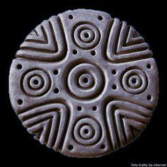 pintadera - Cerca con Google Clay Stamps, Sardinia Italy, Symbol Design, Arts And Crafts, Symbols, Gadget, Warriors, Google, Polymer Clay