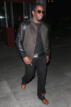 Puff Daddy in Nike Trainer Clean Sweep Boa Steakhouse, Best Dressed Award, Sean Combs, Short Celebrities, Puff Daddy, Clean Sweep, Nike Trainers, Fashion Essentials, Man Crush