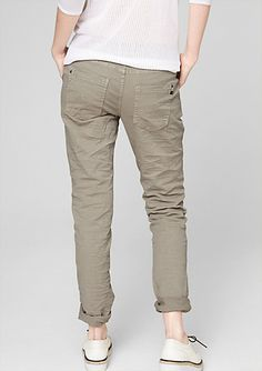 Gwen: twill trousers in a Boyfriend style in the s.Oliver Online Shop