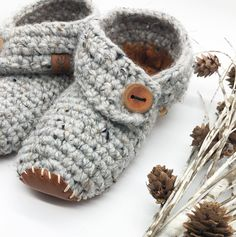 So comfy & cozy ☕️❤️  Introducing our new Weekend Slippers with Real Leather Soles (sourced locally from the awesome @tundraleather of course!).  These lovelies are made with a wool-acrylic blend, come in 3 colour combinations (see that cute butterscotch heel there?), and are finished with 2-piece handcut & sewn leather soles and my fav handmade wooden buttons from @the_woodlot 🙌  I love these for not only for the house, but also for the deck outside.  Awesome pattern by… Colour Combinations, Handmade Wooden, Real Leather, Deck, Slippers, Cozy, It Is Finished, Buttons, Awesome