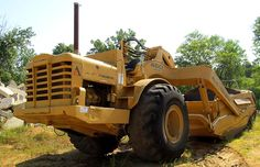 For sale! Spotted on the internet was this Allis-Chalmers 460B looking in darn fine condition and on good tyres. It is a stock standard 460B without a windscreen, although traces of it can still be seen. It sold for US$8995 – a bargain!
