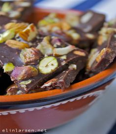 Verdens enkleste oppskrift på sunn og rå sjokoladeknekk.