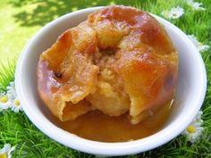 Ingrédients : 4 pommes 8 caranougats Carambar 40 g de gelée de pomme 50 g de beurre mou un peu d'eau Préparation : préchauffer le four à 200° creuser les pommes à l'aide d'un vide-pomme dans le bol, mettre les caranougats et mixer 5 secondes à vitesse...