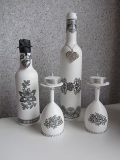 Flessen en glazen met gesso bewerkt