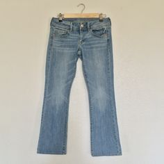 """American Eagle Kick Boot Jeans Light-washed American Eagle Kick Boot Jeans. Low rise with stretch. Only worn once because they're about an inch too short for me. I'm 5'4"""", so I would recommend them for someone shorter than that. EUC. Prices are always negotiable, so please feel free to make me an offer. Happy poshing! American Eagle Outfitters Jeans Boot Cut"""