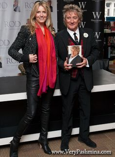 #PennyLancaster Wears A Fiery #RedScarf To Rod Stewart's Book Signing