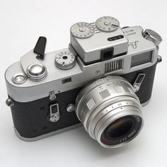 chansoncamera: Leica M4 with Voigtlander VC meter II by...