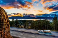 Travel in British Columbia - highway at sunset (35 pieces)