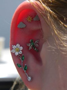Bijoux Piercing Septum, Piercing Face, Pretty Ear Piercings, Ear Peircings, Multiple Ear Piercings, Piercing Tattoo, Cartilage Piercings, Tongue Piercings, Unusual Piercings