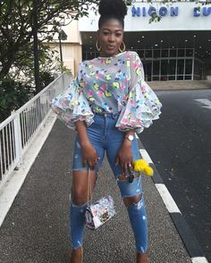 I want this blouse!! Short African Dresses, African Blouses, Latest African Fashion Dresses, African Print Dresses, African Print Fashion, African Attire, African Wear, Chic Outfits, Fashion Outfits