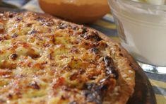 Πίτσα με γιαούρτι, μπέικον, κρεμμύδι, μαϊντανό και πάπρικα Calzone, Quiche, French Toast, Pizza, Cheese, Breakfast, Breads, Food, Kitchens