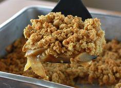 Una+favorita!+Este+crisp+de+manzana+es+perfecto+como+postres+o+desayuno!+Muy+rico+y+saludable.+INGREDIENTES:+3+manzanas+cortadas+en+rebanadas+4+tazas+de+avena+½+cucharadita+de+canela+½+taza+de+harina+½+taza+de+aceite+Una+pizca+de+sal+½+taza+de+miel+3+manzanas+picadas+bien+