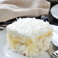An easy recipe for oist and delicious Coconut Cream Poke Cake filled with coconut cream pudding and topped with a creamy whipped topping. Coconut Poke Cakes, Coconut Desserts, Coconut Recipes, Fluff Desserts, Apple Desserts, Vegan Desserts, Vegan Recipes, Best Coconut Cream Pie, Poke Cake Recipes