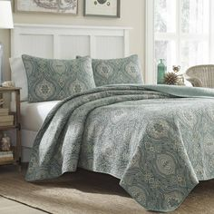 Tommy Bahama Cotton Quilt Set includes quilt and two standard shams (one sham with twin size). Quilt is fully reversible, create two entirely different looks. Use on your bed as an additional layer or alone as a bed covering.