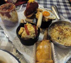 Mmmm! Aragonesa, marihamburguesa, huevos republicanos, piquillo... Verbena de tapas en @larepublicana #zaragoza