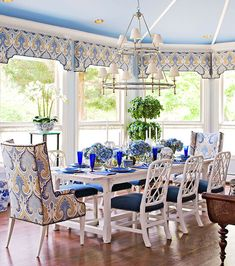 Bold and Blue dining area! Dining room via Mix and Chic. Bold and Blue dining area! Dining room via Mix and Chic. Dining Room Design, Dining Area, Dining Rooms, Kitchen Design, Dining Table, Chinoiserie Elegante, Chippendale Chairs, Interior And Exterior, Interior Design