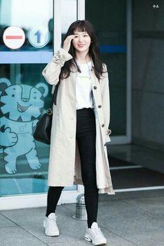 Red Velvet Seulgi #Seulgi #Redvelvet #KangSeulgi #Bear #princess #beauty #seulbear #smile Korean Airport Fashion, Korean Fashion Dress, Kpop Fashion, Fashion Tips, City Outfits, Kpop Outfits, Winter Outfits, Casual Outfits, Kang Seulgi