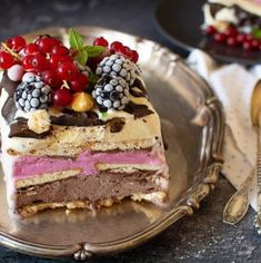 Savarine pufoase cu frișcă naturală - Bucate Aromate Tiramisu, Cookies, Ethnic Recipes, Food, Crack Crackers, Eten, Cookie Recipes, Tiramisu Cake, Meals