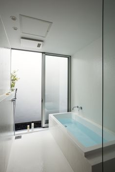 HAKU | saji建築設計室 Japanese Bathroom, Modern Bathroom, Changing Room, Private Room, Wet Rooms, House Floor Plans, Glass Door, Future House, Bathtub
