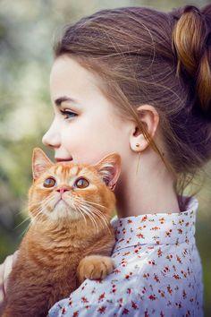 Девочка с котом. Детская фотосессия.Фотосессия в деревне. Фотограф Лена Дорри.