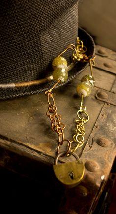 catena in rame e ottone con perle e lucchetto antico di nunkicreation su Etsy