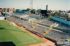 The Spion Kop at Highfield Road . before they put seats on it, and eventually the East Stand British Football, European Football, Liverpool Football Club, Liverpool Fc, Coventry City Fc, Nostalgic Pictures, Football Pictures, Football Stadiums, Take Me Home