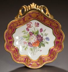 A SCHOELCHER PARIS PORCELAIN GILT AND PAINTED DESSERT DISH Marc Schoelcher, Paris, France, circa 1830