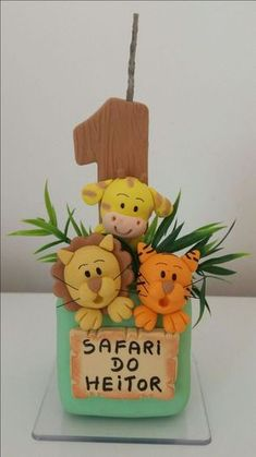 Vela Safari Em Biscuit Safari Party, September Baby Showers, Baby Boy 1st Birthday, Clay Ornaments, Fondant Figures, Cold Porcelain, First Birthdays, Diy And Crafts, Lucca