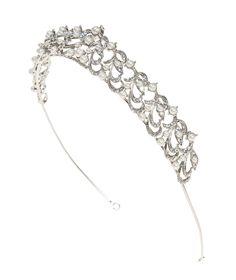 Pronovias presents its T2-2652 bridal headpiece.   Pronovias