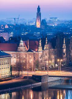 https://flic.kr/p/raWcwR | National Museum in Wroclaw | Muzeum Narodowe we Wroclawiu po zmierzchu - National Museum in Wroclaw. In the background - St. Elisabeth Church (92m). By Maciek Lulko https://www.facebook.com/MLFotArch