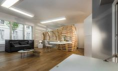 Paul Coudamy designs the Woodwave screen for an apartment in Paris