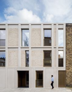 Rosemoor Studios, a luxury in the heart of a conservations area in Chelsea, benefitted from the installation of a series of slim framed Concrete Facade, Brick Facade, Facade House, Brick Architecture, Residential Architecture, Aluminium Windows And Doors, Mid Century Exterior, Window Styles, Brick Building