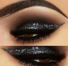 Glitter eyeline: