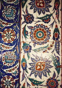 History of İznik - İznik Tiles - Iznik Foudation Turkish Art, Turkish Tiles, Islamic Tiles, Islamic Art, Islamic Patterns, Tile Patterns, Istanbul, Style Deco, Blue Pottery
