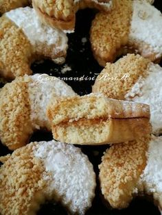 mignions et fondants French Macaroon Recipes, French Macaroons, Tea Cookies, Biscuit Cookies, Moroccan Desserts, Sugar Decorations For Cakes, Biscuits Fondants, Cookie Recipes, Dessert Recipes