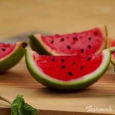 Watermelon Jello Cups Limes are the perfect vessels for adorable watermelon jello cups.Limes are the perfect vessels for adorable watermelon jello cups. Food Crafts, Diy Food, Cute Food, Yummy Food, Jello Cups, Fruit Cups, Fruit Fruit, Fruit Platters, Fruit Snacks