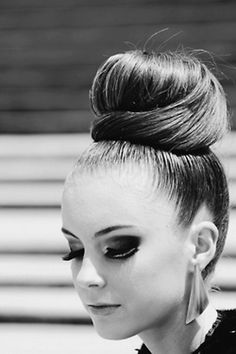 15 Top Knot Hairstyles from Pinterest   Daily Makeover