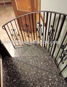 Escada revestida com mosaico Imagem da net