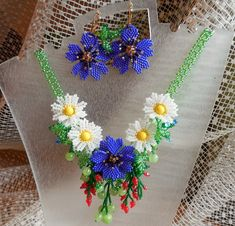 "Photo from album ""Неразобранное"" on Yandex. Seed Bead Jewelry, Bead Jewellery, Seed Beads, Beaded Jewelry, Jewelery, Seed Bead Patterns, Beading Patterns, Flower Patterns, Seed Bead Flowers"