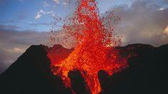 """Piton de la Fournaise é também conhecido localmente como """"Le Volcan"""" (O Vulcão, em francês). O local é uma grande atração turística na ilha da Reunião, território francês no Oceano Índico"""