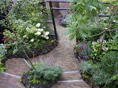 Same - but different perspective Backyard Garden Landscape, Small Backyard Gardens, Small Backyard Landscaping, Small Space Gardening, Small Garden Design, Small Gardens, Garden Paths, Garden Art, Famous Gardens