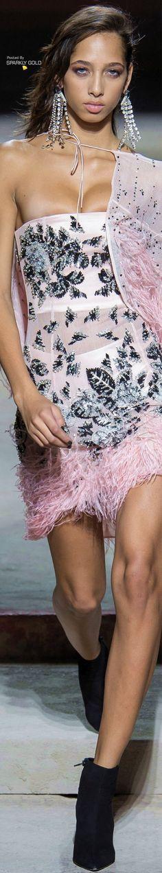 Topshop Unique Spring 2018 RTW Runway Fashion Outfits, Pink Fashion, Fashion 2018, Couture Fashion, Fashion Models, Fashion Show, Fashion Trends, Fashion Today, Women's Fashion
