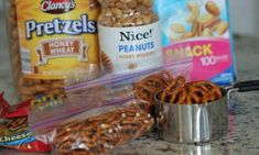 36 of the BEST Lunchbox Hacks for making your Kids Back to School Lunches. You can use these Lunchbox Tricks to make Amazing School Lunches on a budget! Lunch Box Recipes, Snack Recipes, Lunch Ideas, Lunch On A Budget, Healthy Packed Lunches, First Birthday Cake Topper, Gummy Bears, Meal Prep, Hacks